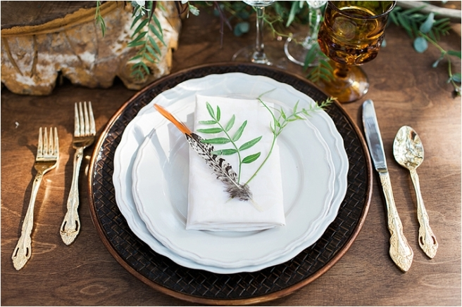 rustic place setting, gold flatware, scalloped plate, www.partypleasers.com