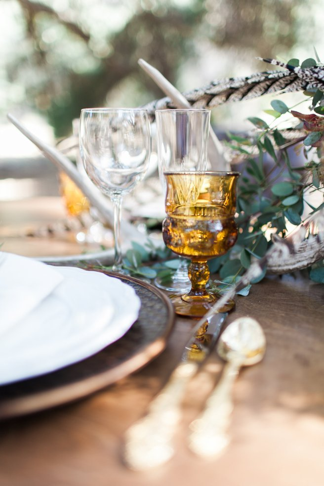 rustic place setting, vintage glassware, www.partypleasers.com