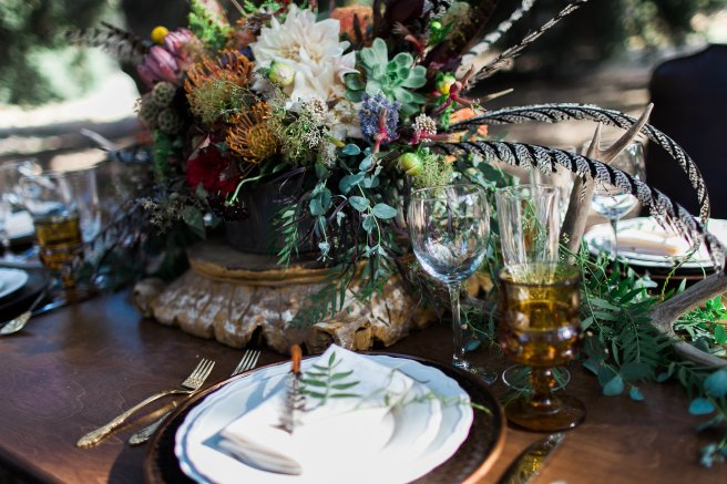 rustic placesetting, wood farm table, vintage glassware, www.partypleasers.com