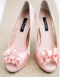 Rustic-Pink-and-Burlap-Wedding-Inspiration-e1382937822544
