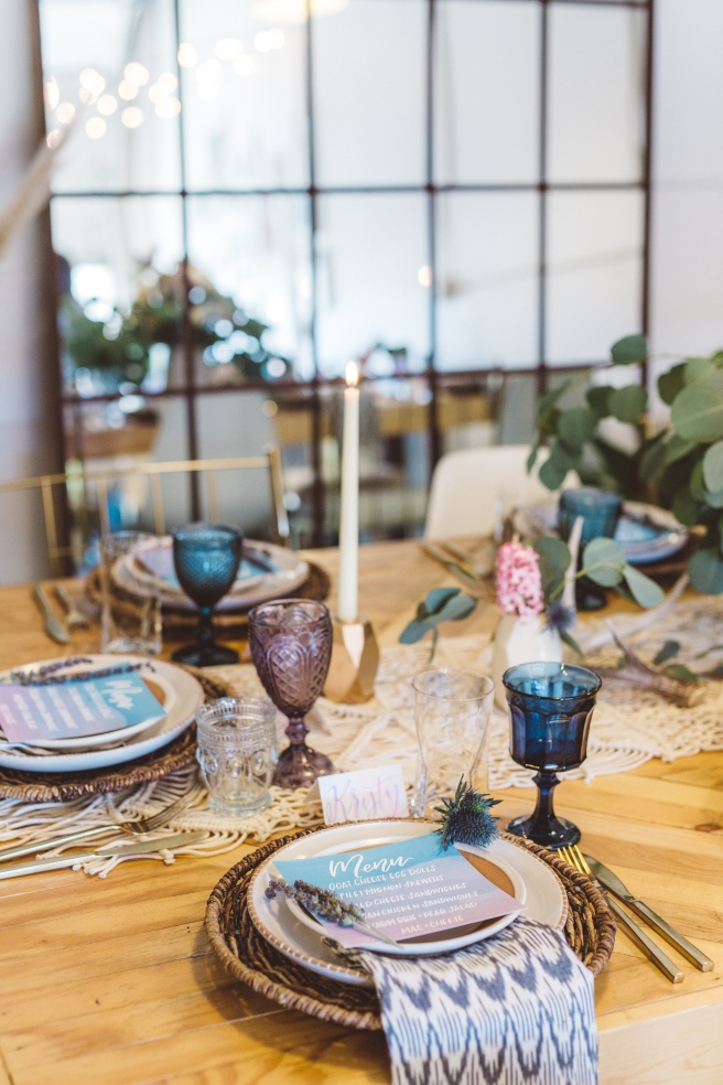 www.partypleasers.com, terra cotta dishes, brushed gold flatware, vintage glassware, basket weave charger, natural ikat napkin (24)