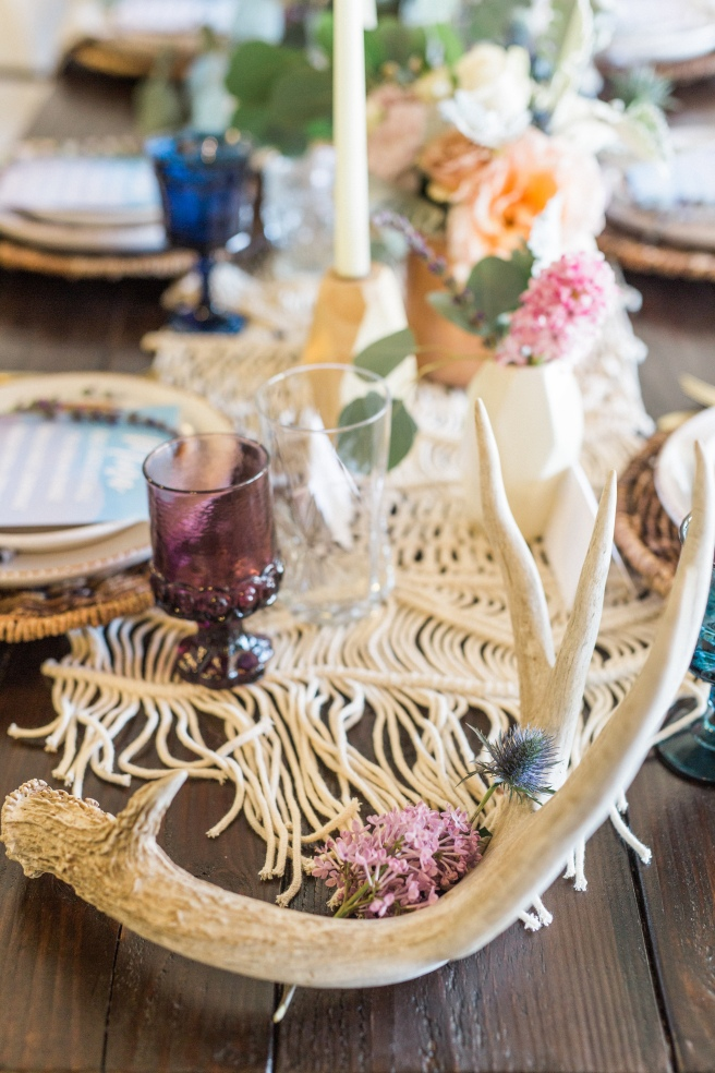 www.partypleasers.com, terra cotta dishes, brushed gold flatware, vintage glassware, basket weave charger, natural ikat napkin (38)