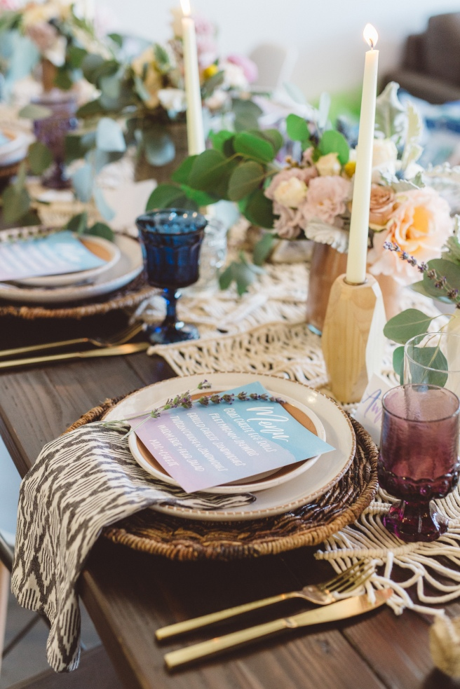 www.partypleasers.com, terra cotta dishes, brushed gold flatware, vintage glassware, basket weave charger, natural ikat napkin (7)